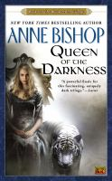 Cover image for Queen of the darkness book 3 of the black jewels trilogy