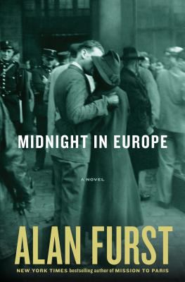 Cover image for Midnight in Europe. bk. 13 [large print] : Night soldiers series