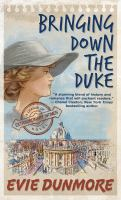 Cover image for Bringing down the duke. bk. 1 [large print] : League of extraordinary women series